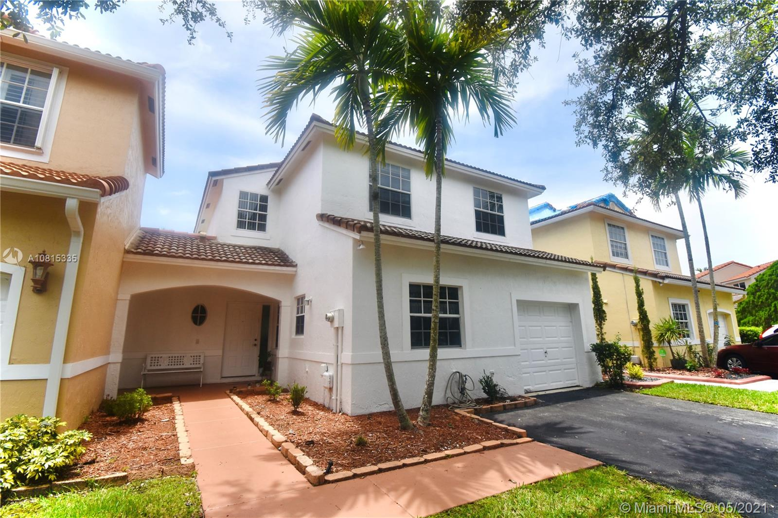 ONE OF WEST BROWARD desired Silver Lakes community: 3 bedrooms 2 1/2 bath Pembroke Pines Florida. New Roof to be placed includes The Pavilion at the SilverLakes Community Park and Access to EXCELLENT PUBLIC SCHOOLS, and close to everything: shopping malls, restaurants, parks and major highways. Accordion shutters. Cable / TV included in HOA. COME TO LIVE THIS AMAZING LIFESTYLE!