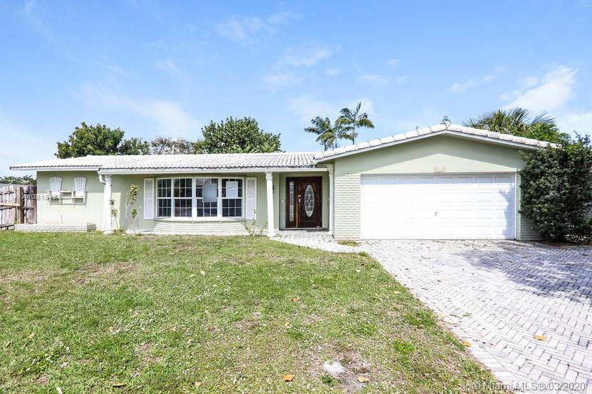 Great opportunity with this ranch style home. Pool in the backyard. Hardwood, tile, and carpet in bedrooms and aFlorida room. There is ceiling damage and roof leak in one room. Mold/Discoloration is present. Come take a looktoday.