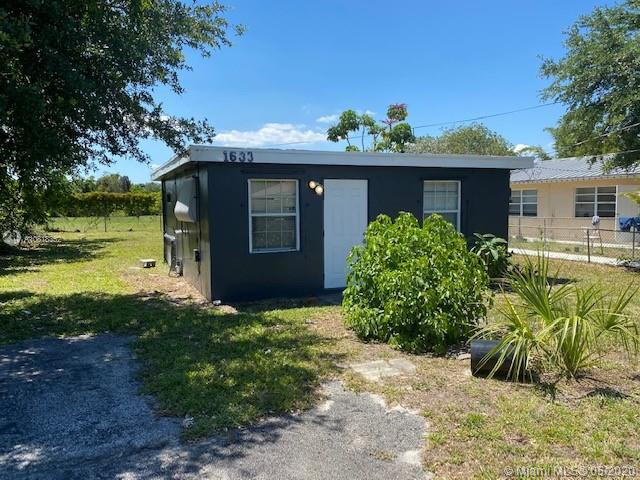 1633 SW 44th Ter  For Sale A10818352, FL