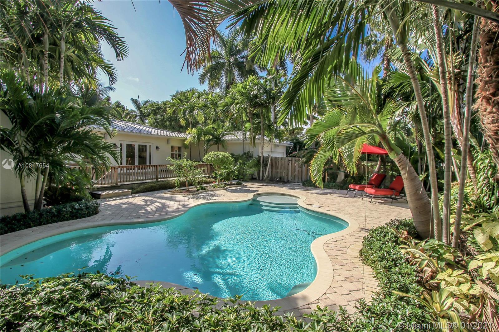 1239  Jackson St  For Sale A10817654, FL