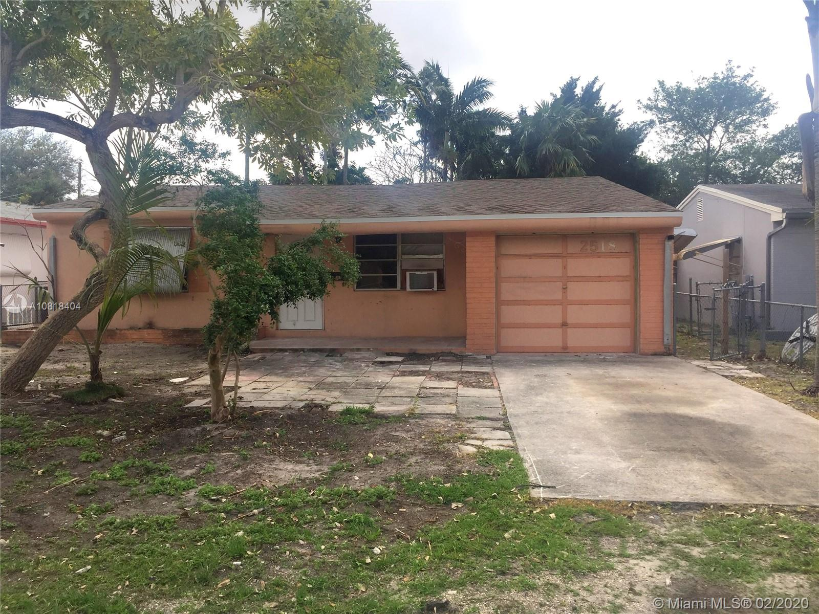2518  Roosevelt St  For Sale A10818404, FL