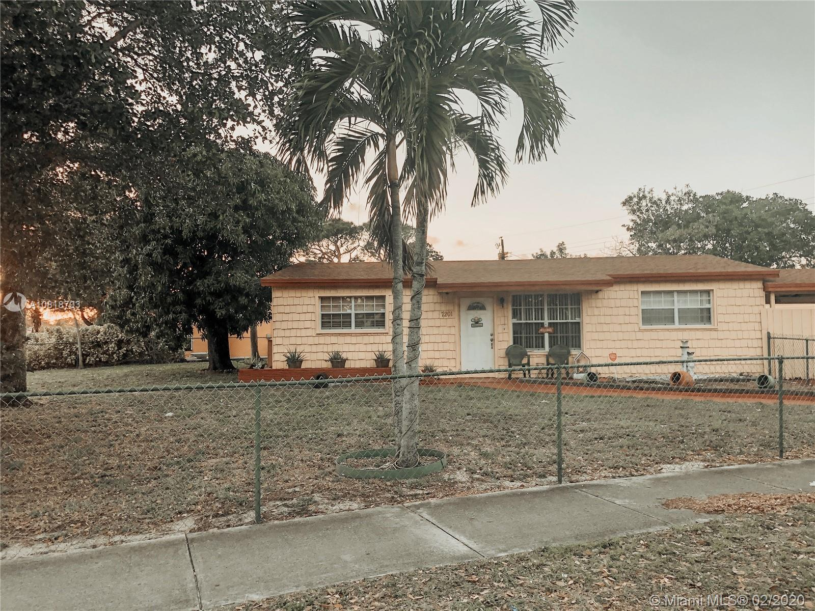 7201  Arthur St  For Sale A10818793, FL