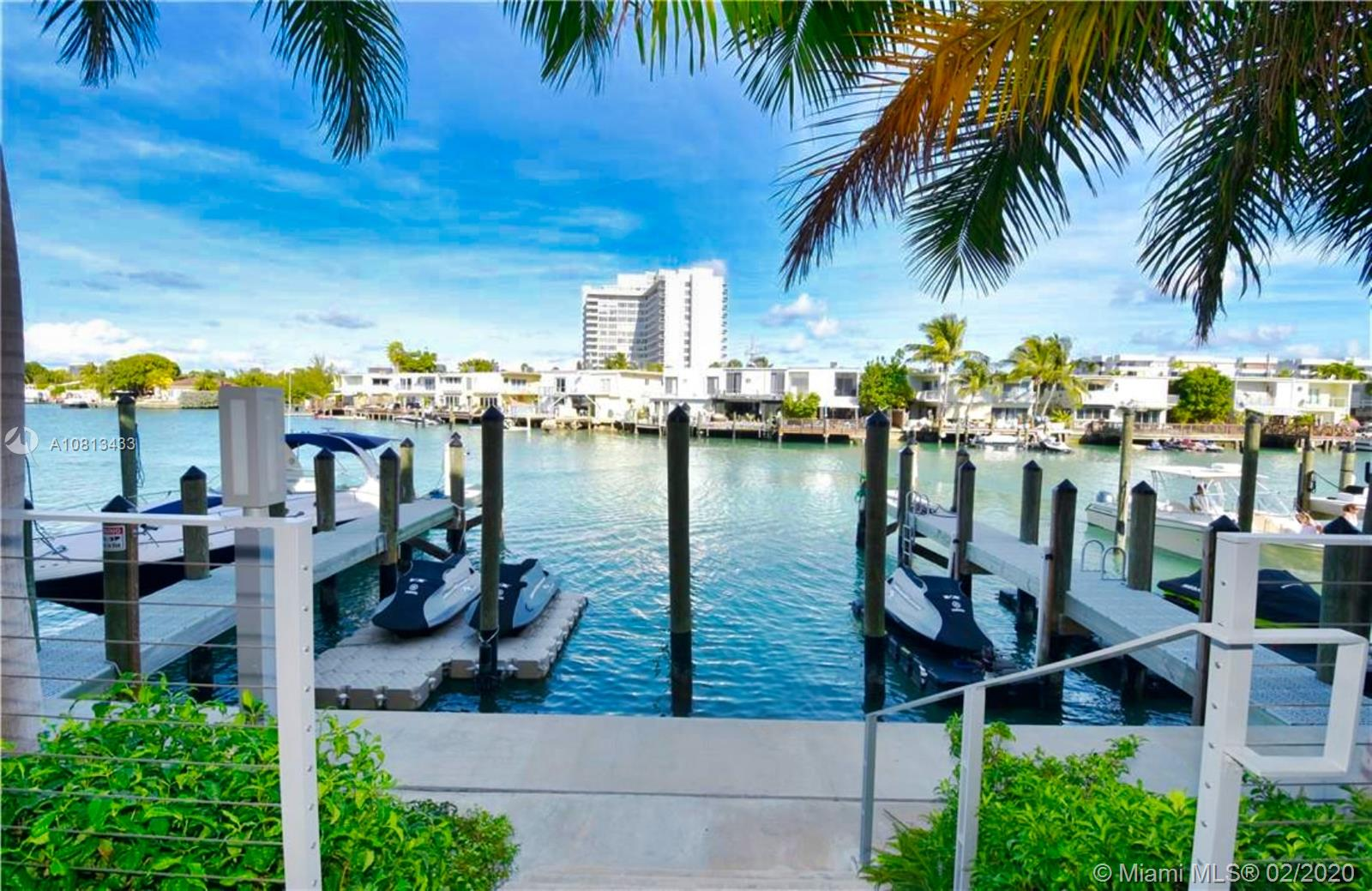 125 N SHORE DR  For Sale A10813433, FL