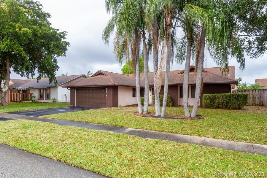 VERY NICE 3 BEDROOM 2 BATH 2 BATH, LIVING/ DINING COMBO AND LARGE FAMILY ROOM.  SCREENED PATIO.  FAMILY NEIGHBORHOOD.  2 CAR GARAGE.  CLOSE TO SCHOOLS, SHOPPING AND RESTAURANTS.EAT-IN-KITCHEN.  ALL APPLIANCES INCLUDED.  INSIDE LAUNDRY.