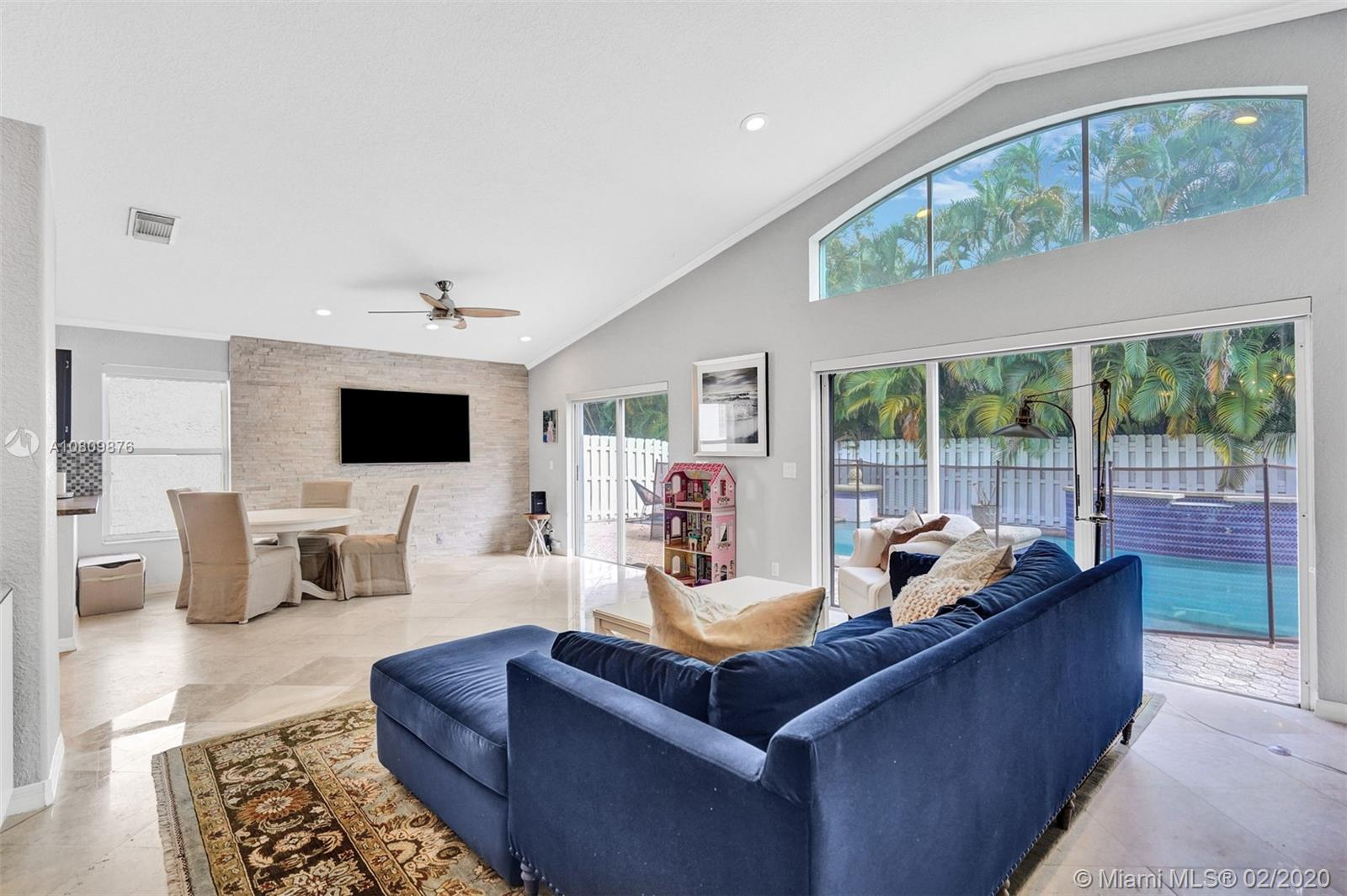 4901 SW 35th Ter  For Sale A10809876, FL
