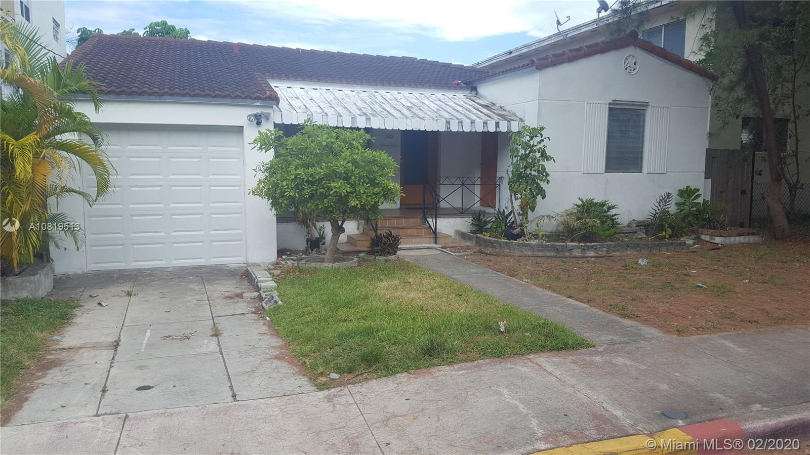 EXQUISITE AND BEAUTIFUL SINGLE HOUSE 3 BED 2 BATH ,ONE CAR GARAGE , HUGE BACK YARD ,LOCATED IN A VERY NICE NEIGHBORHOOD , CLOSE TO EXELENTS SCHOOLS , SHOPPING CENTERS AND JUST FEW BLOCKS FROM THE BEACH, BUSINESS OPPOTUNITY.