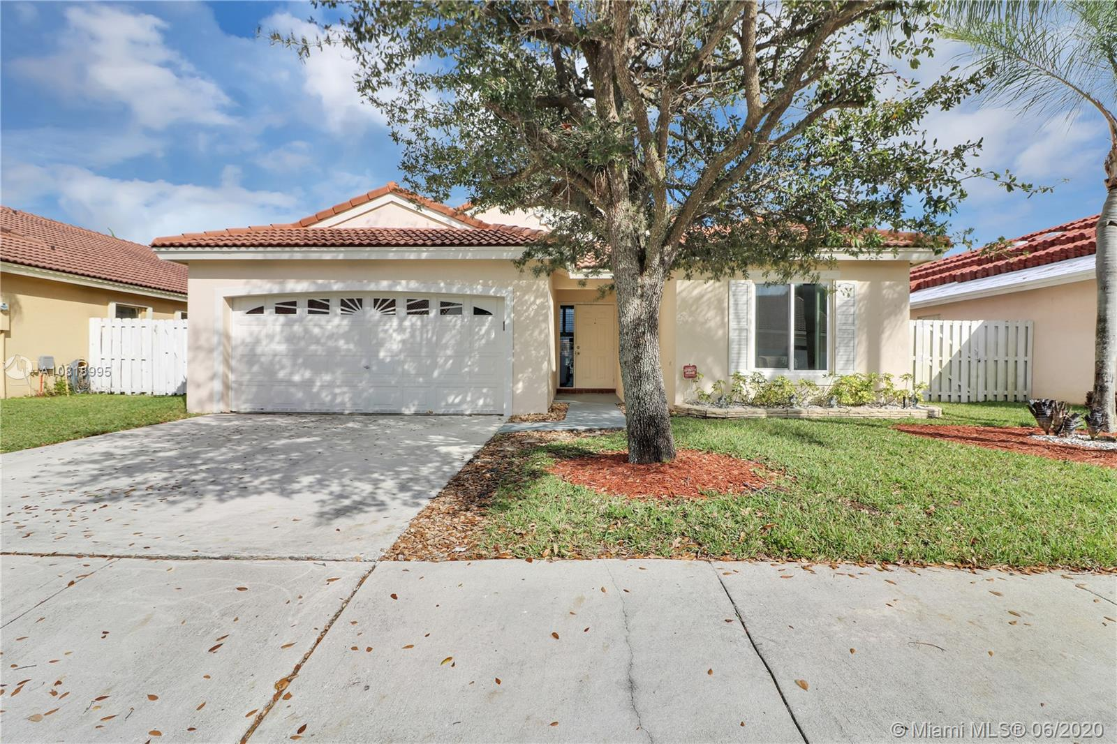 905 NW 165th Ave  For Sale A10818995, FL