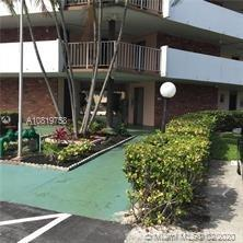 BEAUTIFUL 1 BEDROOM 1 AND A HALF BATH CONDO IN LAUDERDALE OAKS, READY TO MOVE IN. HEATED POOL, LOW MAINTENANCE OF $233.00 PER MONTH. CLOSE TO EVERYTHING, HOSPITAL, GROCERY AND MAJOR STORES, ONLY 20 MIN TO THE BEACH. BUILDINGS ARE WELL MAINTAINED.
