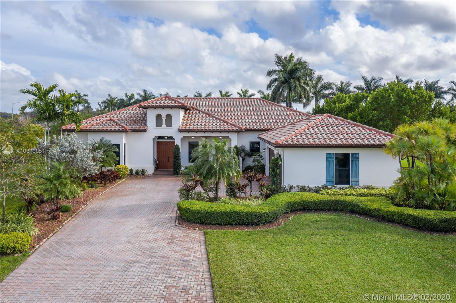 8820 Parkside Estates Dr, Davie, FL 33328
