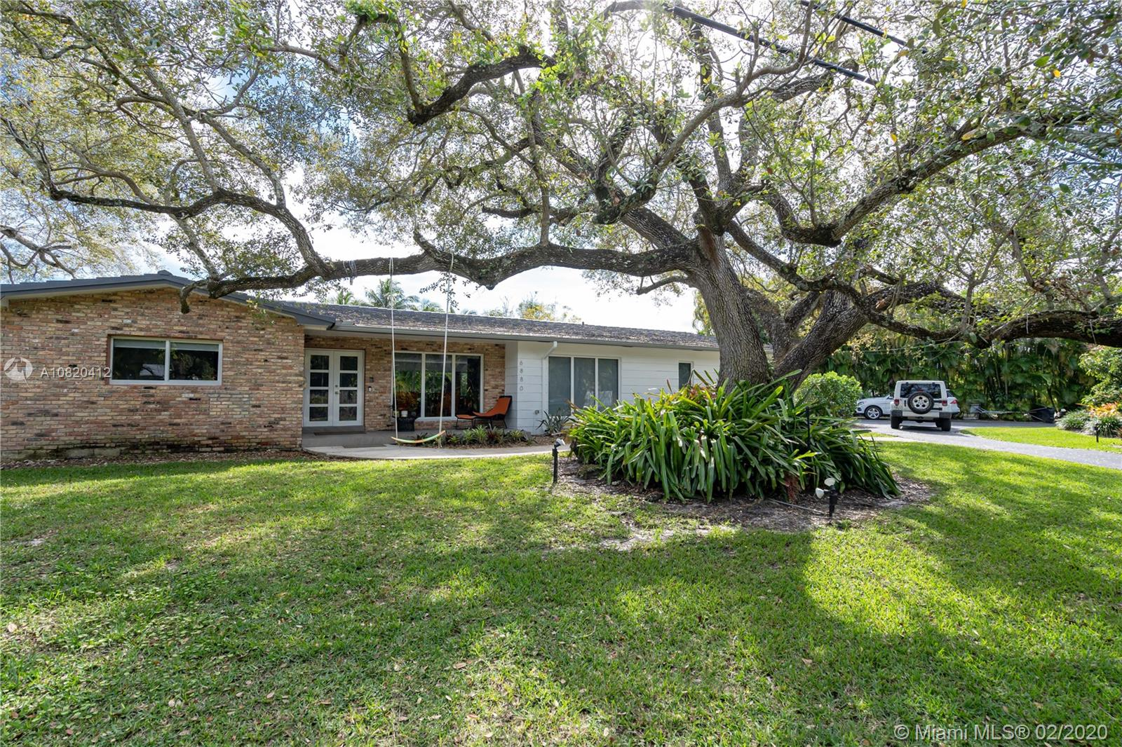 6880 SW 126th Ter  For Sale A10820412, FL