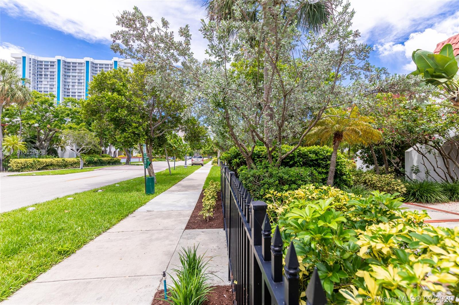 350  Grapetree Dr #408 For Sale A10820408, FL