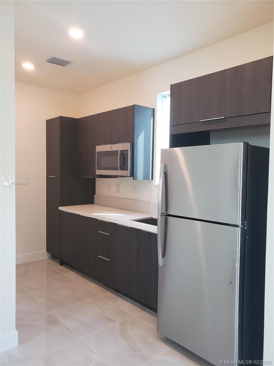 10275 NW 66th St #1 For Sale A10820838, FL