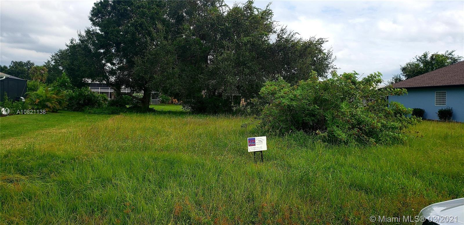 Opportunity to develop your custom home in Punta Gorda!+/- 10,000 SqFt land ready for you dreamed house!Great location, near all arteries.