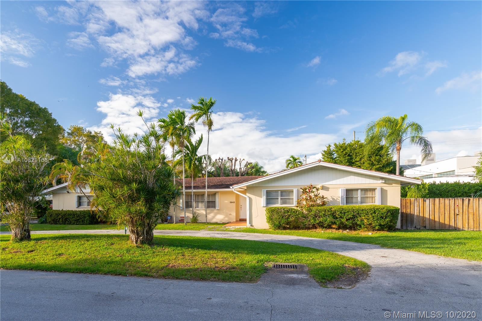 5645 SW 84th Ter  For Sale A10821166, FL