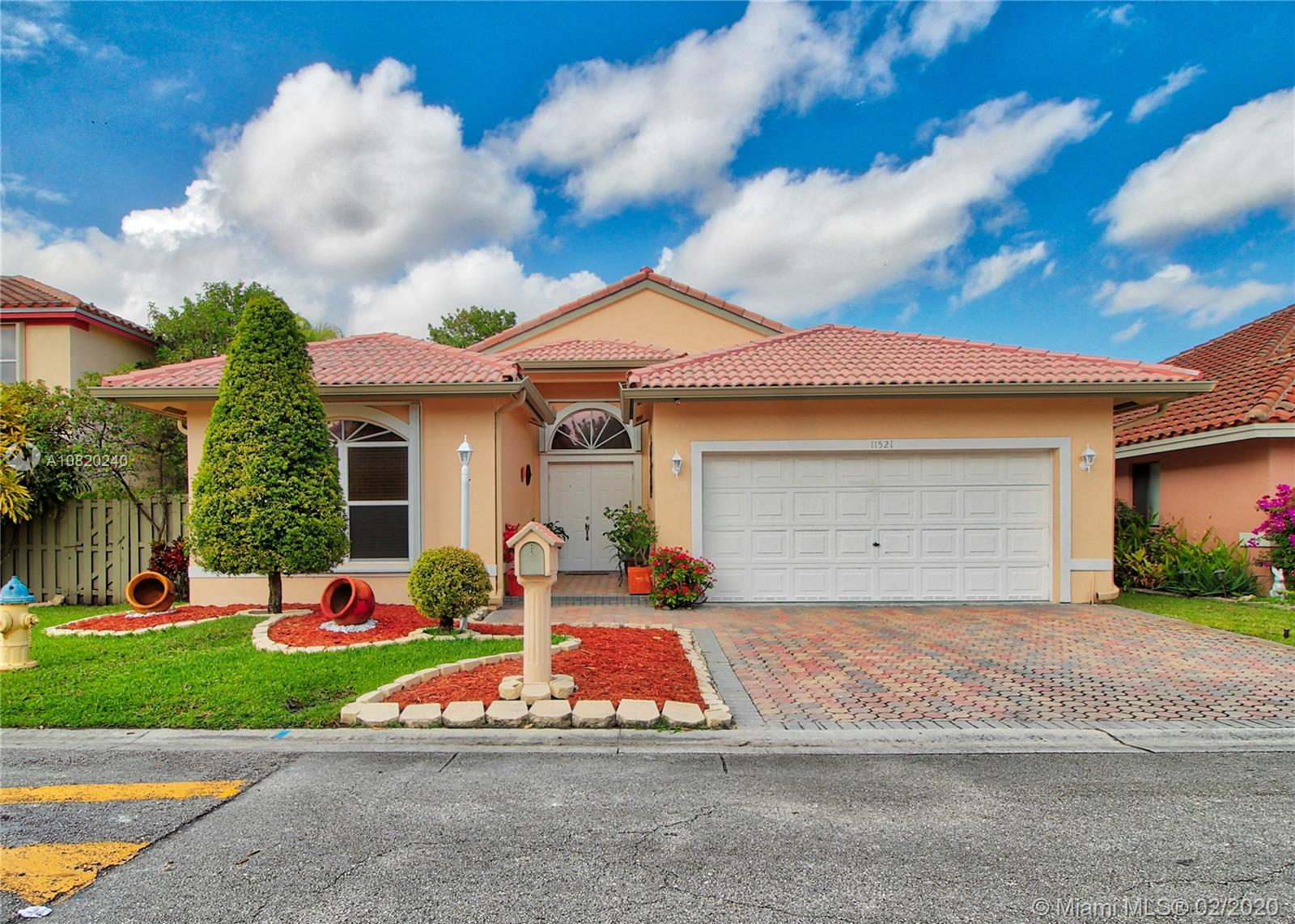 11521 SW 11th St, Pembroke Pines, FL 33025