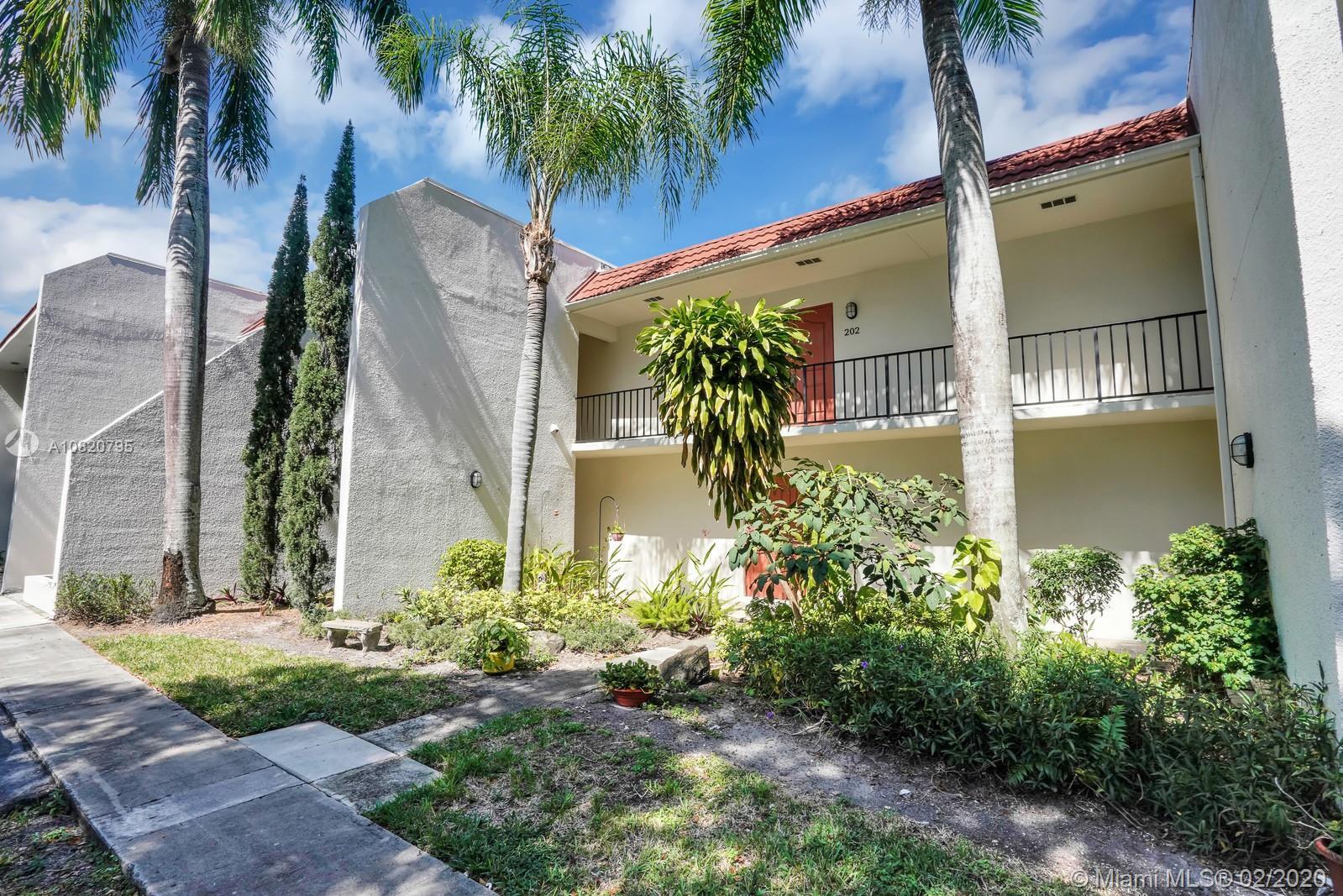 1639 Embassy Dr 202, West Palm Beach, FL 33401