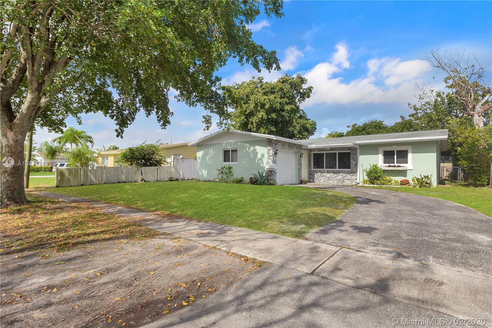 7231  Cleveland St  For Sale A10821889, FL