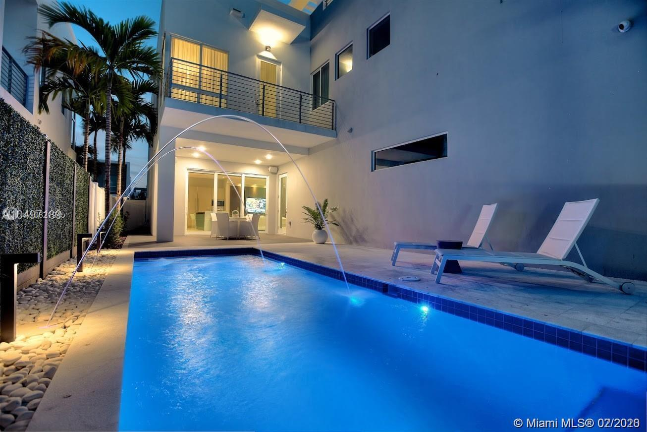 10593 NW 67th Ter  For Sale A10821945, FL