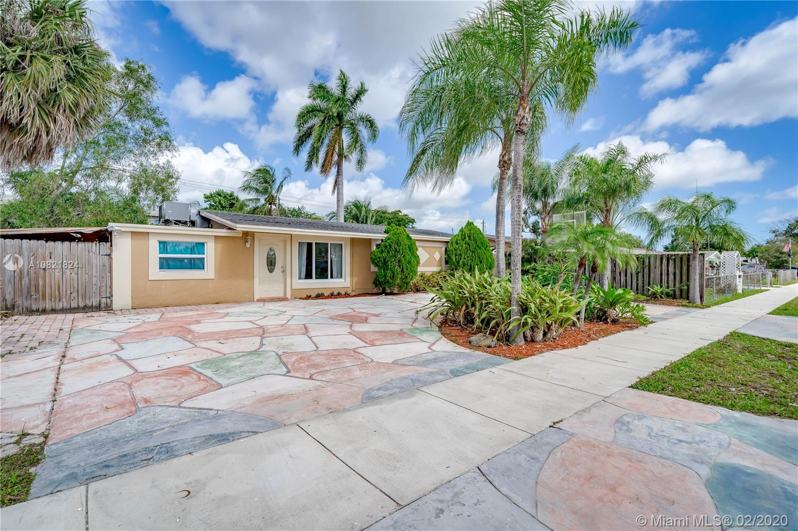 6331 SW 41st St  For Sale A10821824, FL
