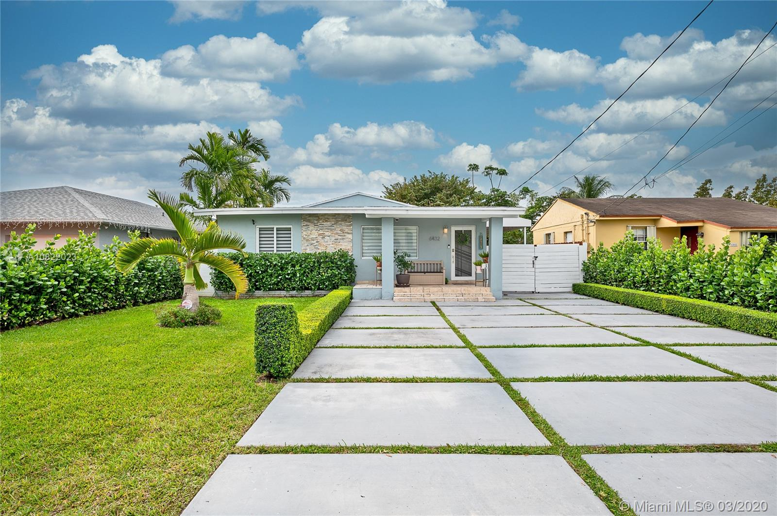 6432 SW 33rd St  For Sale A10822023, FL