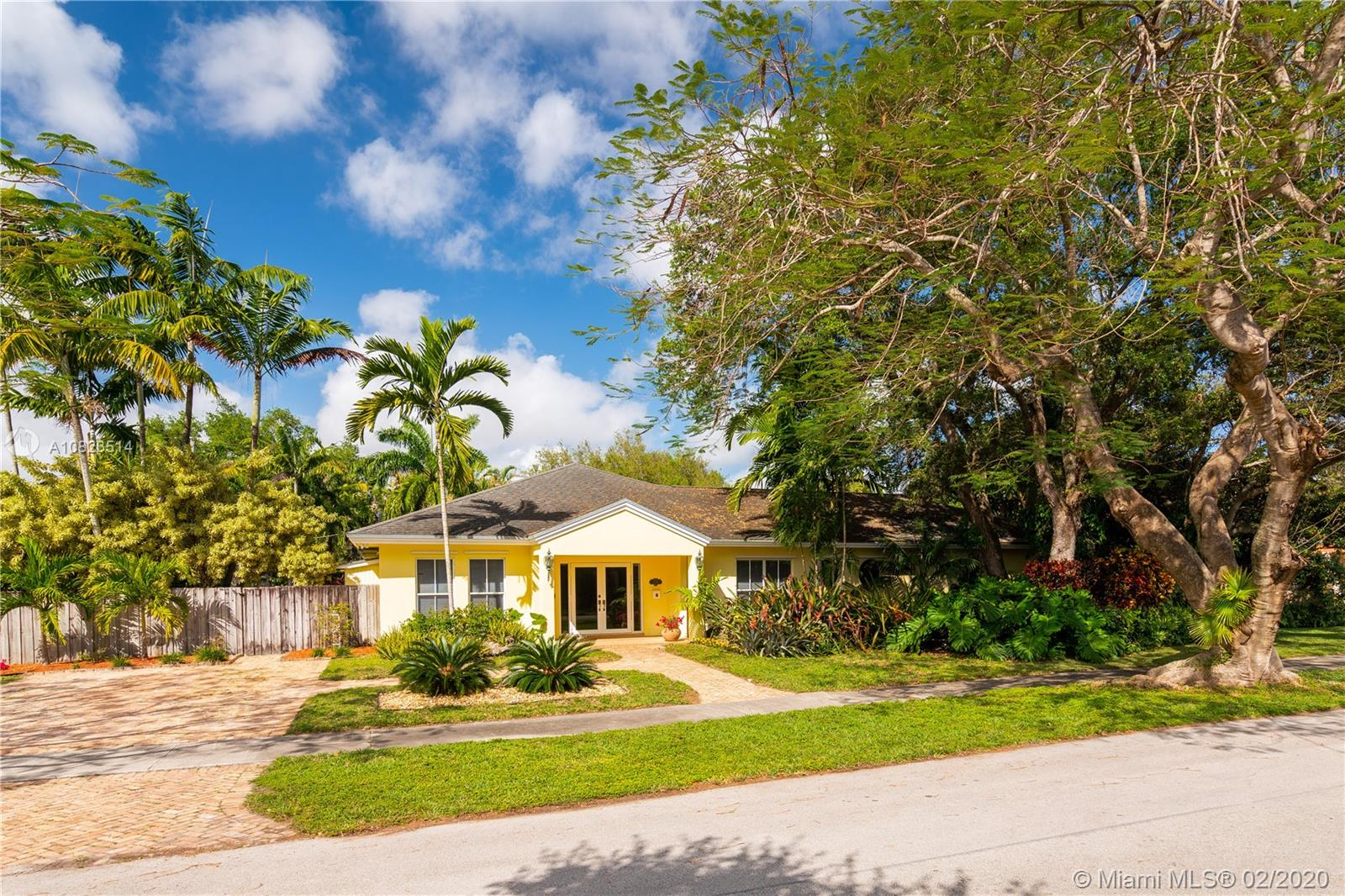 7841 SW 95th St  For Sale A10823514, FL