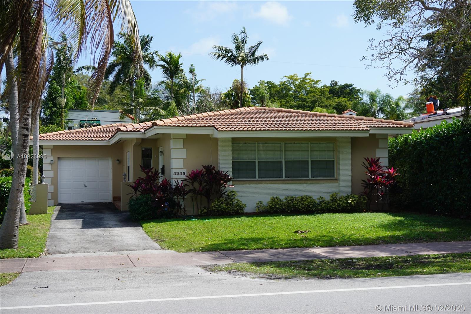 4245 S Red Rd  For Sale A10823995, FL