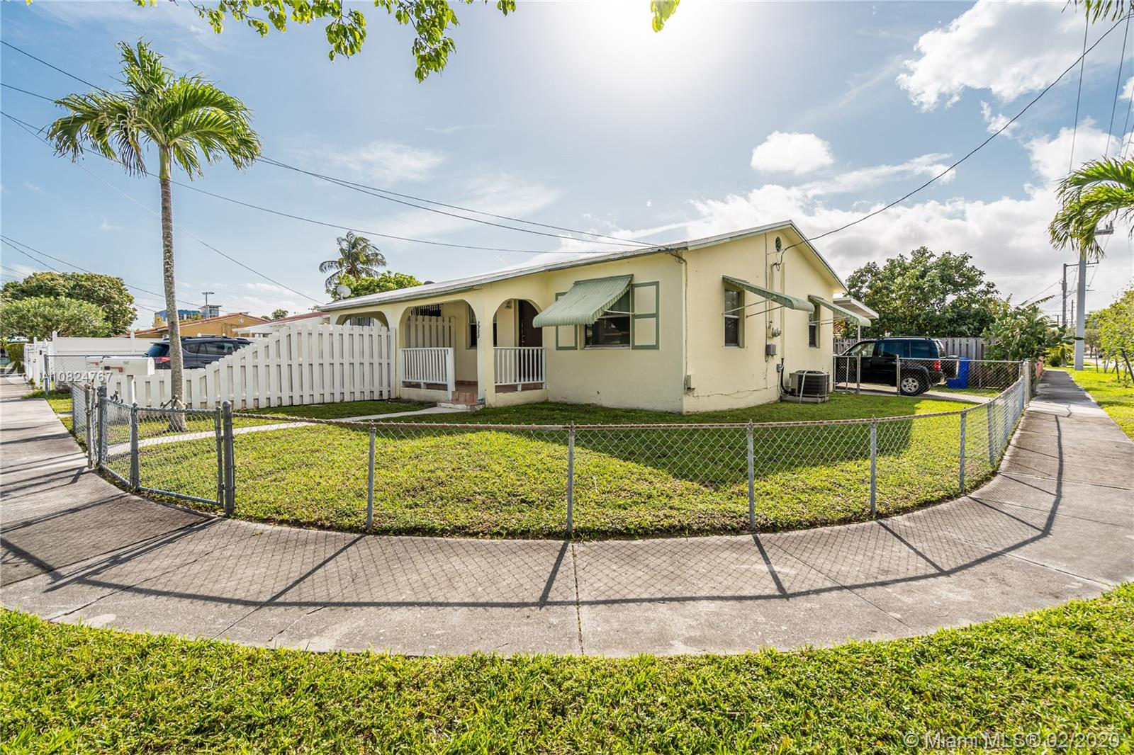 2750 SW 31st Ave  For Sale A10824767, FL