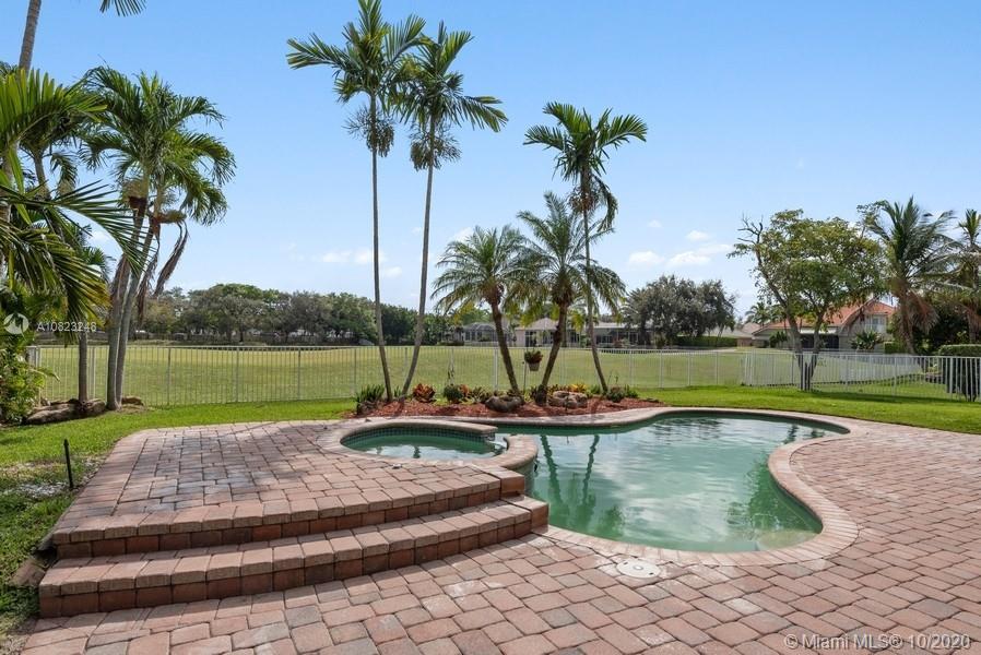 4060 E Lake Estates Dr, Davie, FL 33328