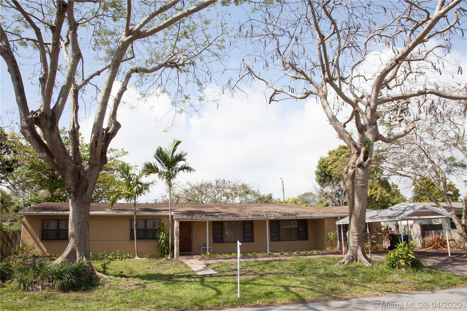 3/2 Main home, 1/1 guest house/In laws quarters with private entrance, tank less water heater, 10,000 square foot fenced lot.