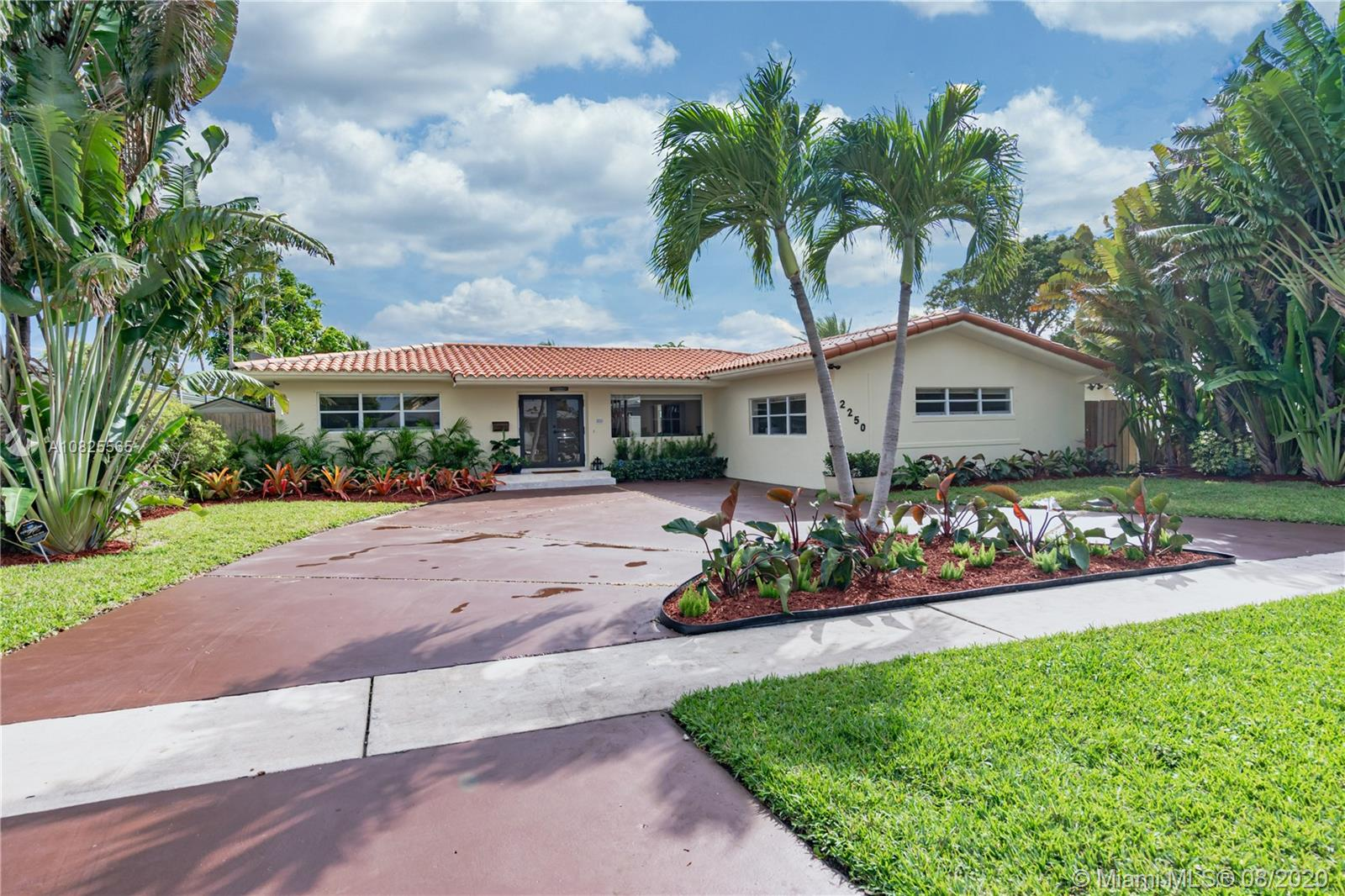 2250  Bayview Ln  For Sale A10825565, FL