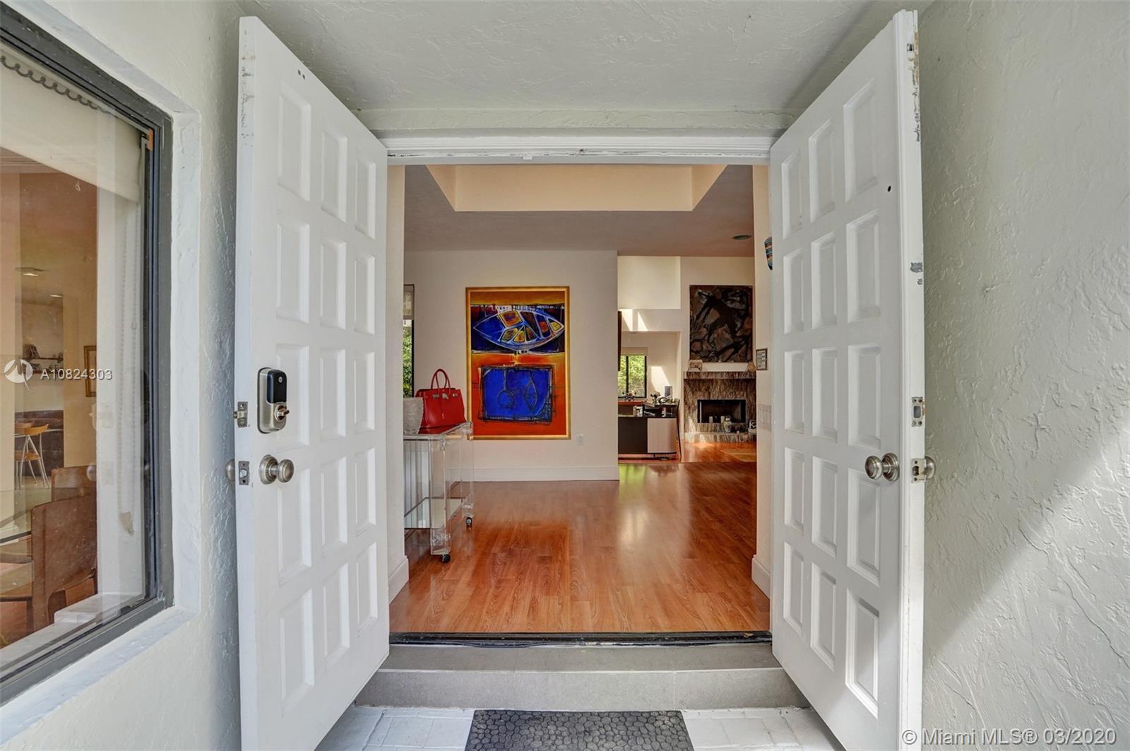 1900 N Oak Haven Cir  For Sale A10824303, FL