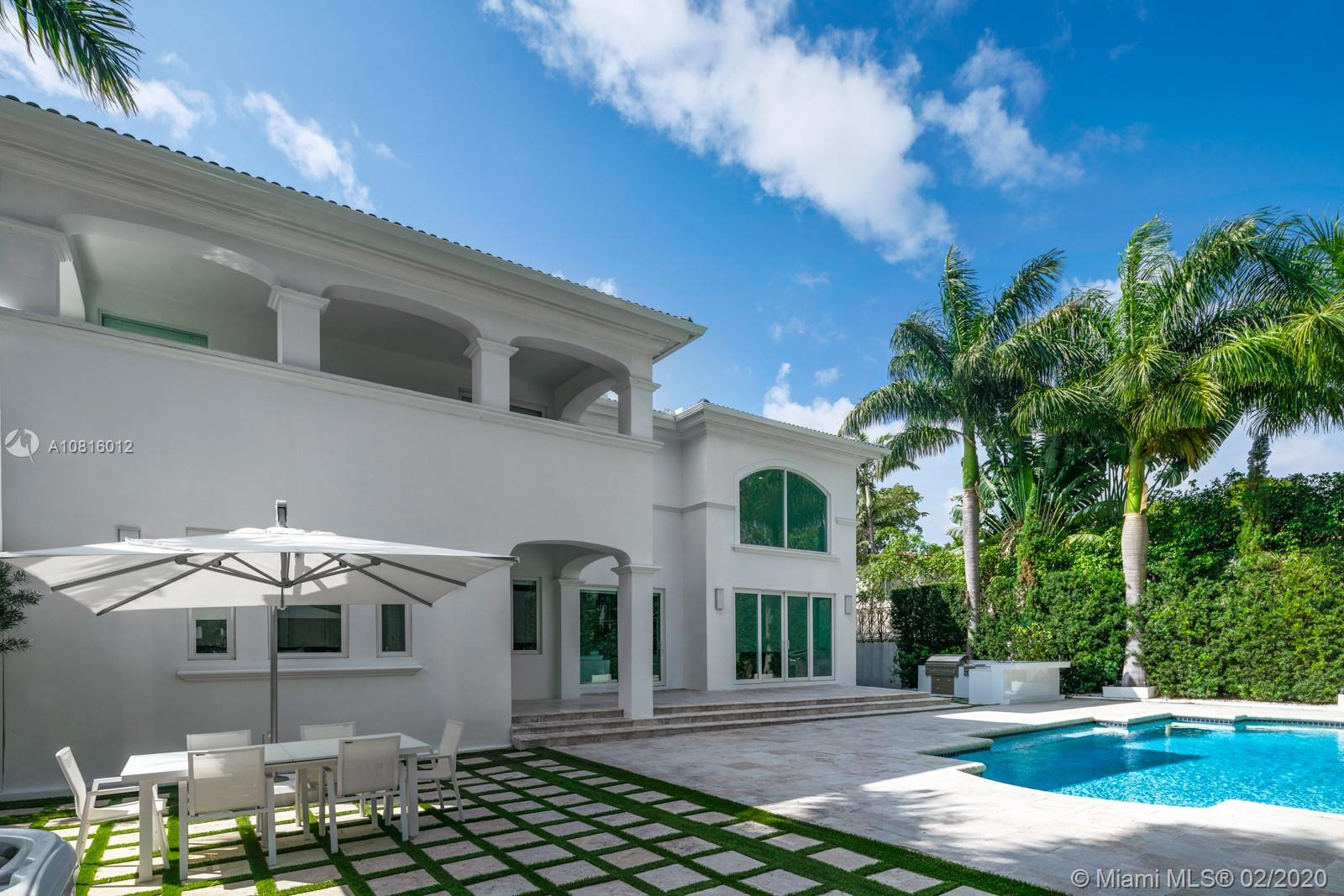 903 W 46th St  For Sale A10816012, FL