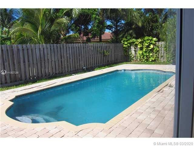 2106 NE 40th Ave  For Sale A10827286, FL