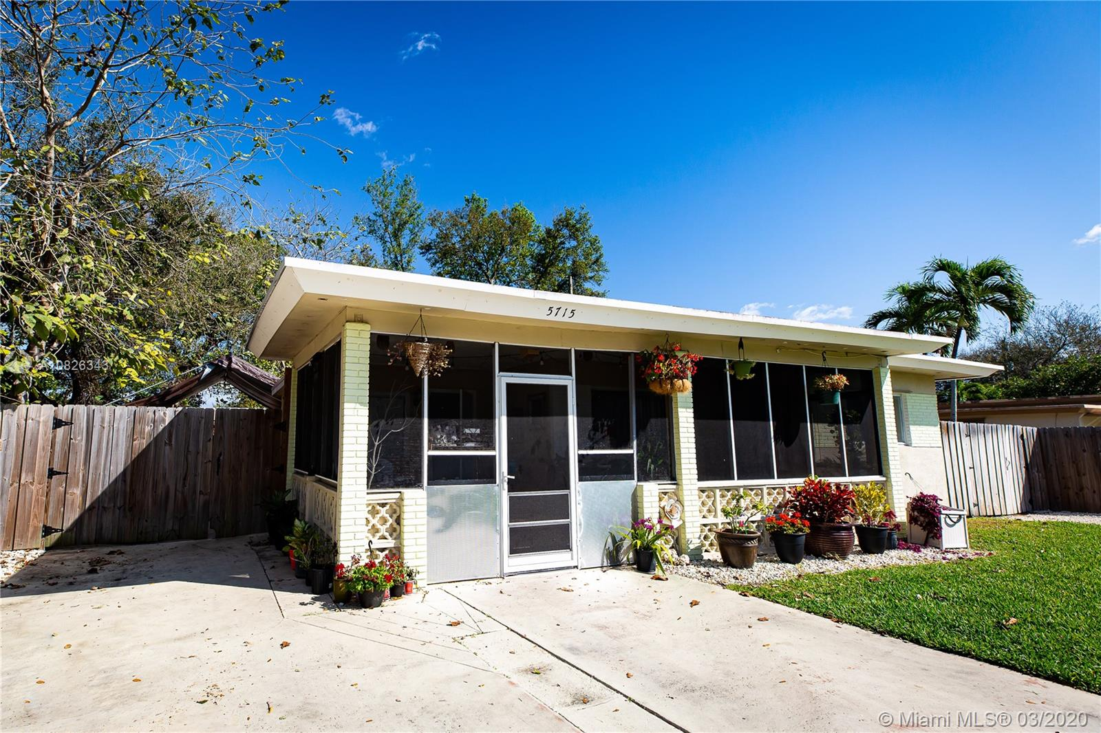 5715  Arthur St  For Sale A10826343, FL