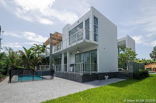 155  Hampton Ln  For Sale A10828065, FL