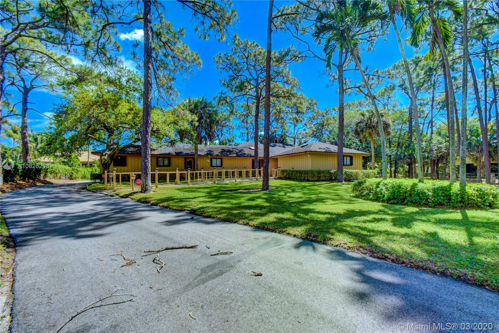 2515 Greenbriar Dr, Delray Beach, FL 33445