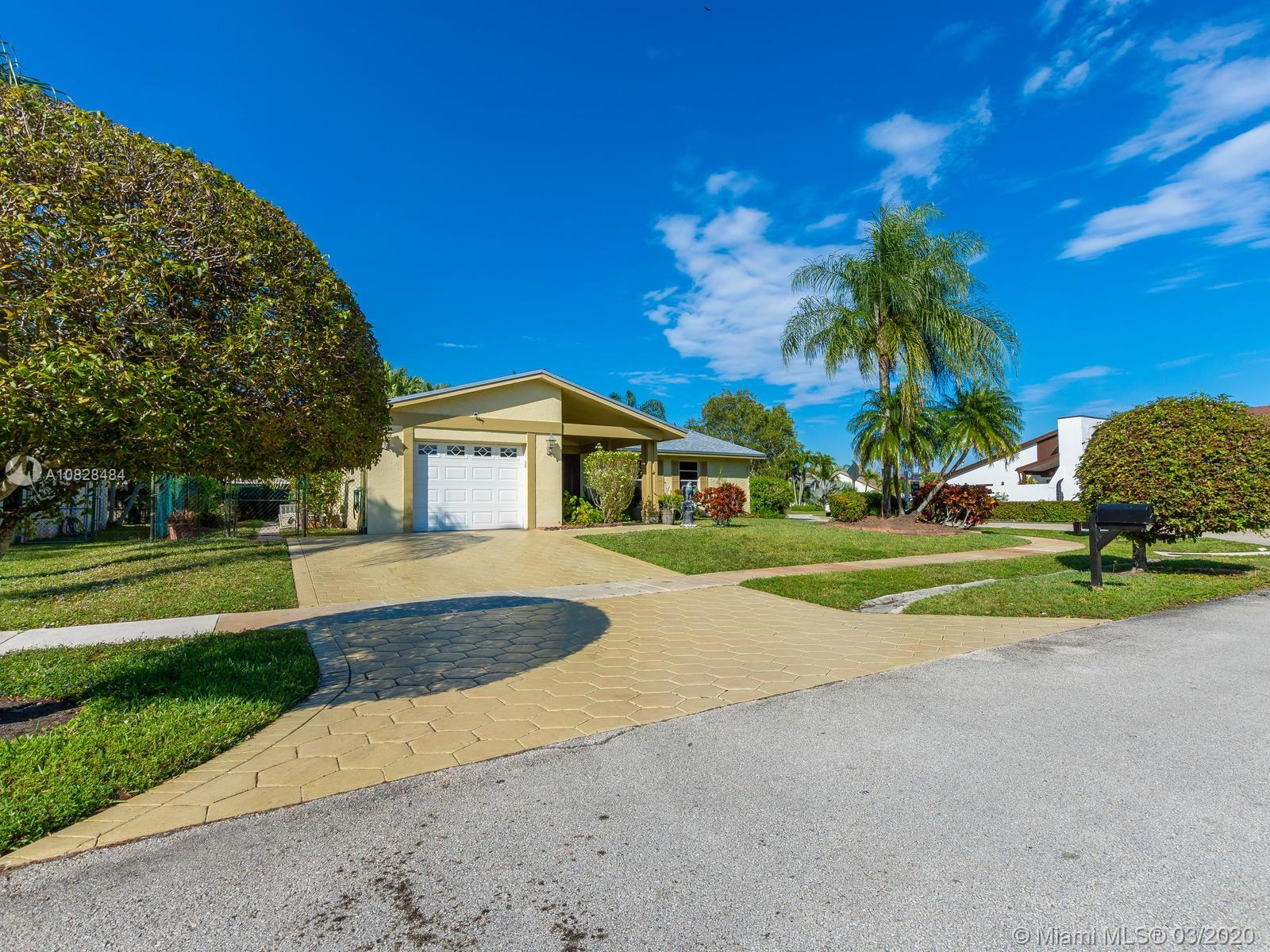 16851  Royal Poinciana Dr  For Sale A10828484, FL
