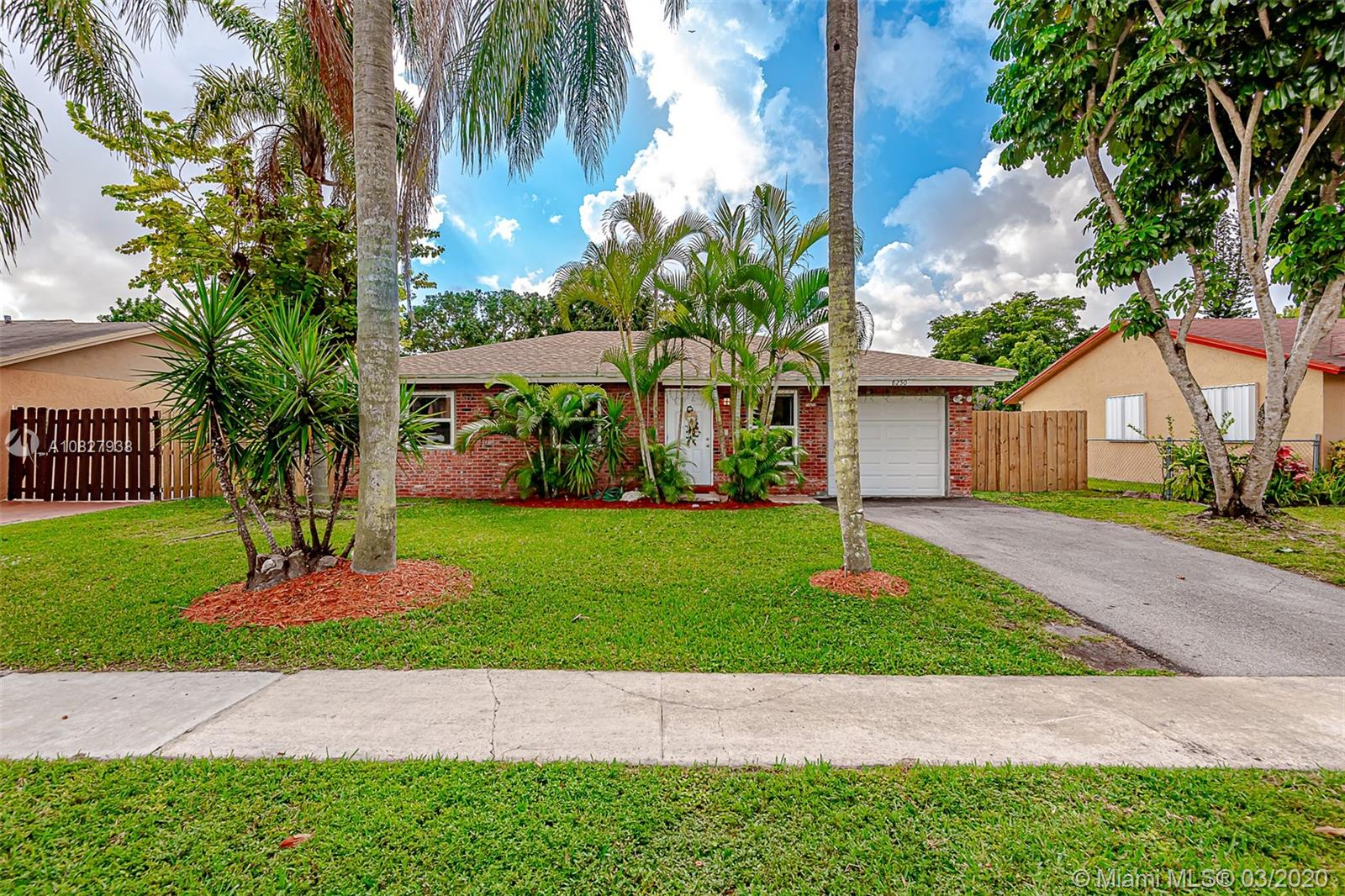 8250 SW 7th St, North Lauderdale, FL 33068