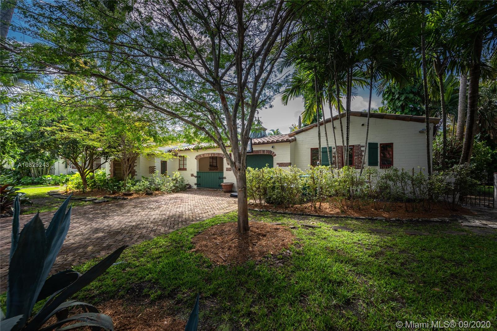 940 NE 72nd St  For Sale A10829243, FL