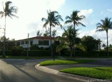 32  Camden Dr #4 For Sale A10829147, FL