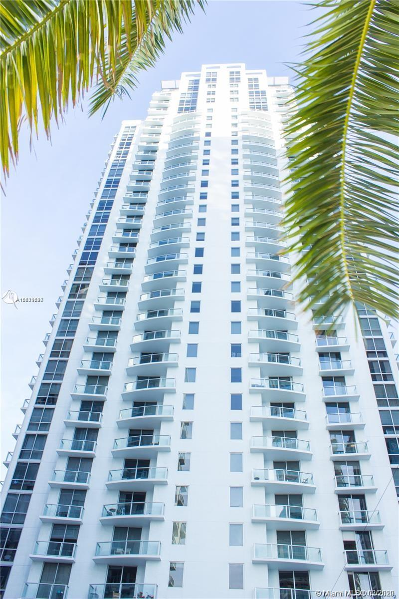 BEAUTIFUL LOFT IN THE HEART OF BRICKELL, 1 BED / 2 FULL BATHS, BI-LEVEL. EASY ACCESS TO MAJOR HIGHWAYS, WALKING DISTANCE TO RESTAURANTS AND SHOPS. AMENITIES INCLUDE 24-HOUR CONCIERGE AND VALET, VIRTUAL GOLF, CIGAR AND WINE ROOMS, GYM, MASSAGE ROOM, SPA, POOL AND HOT TUB. MUST SEE!!