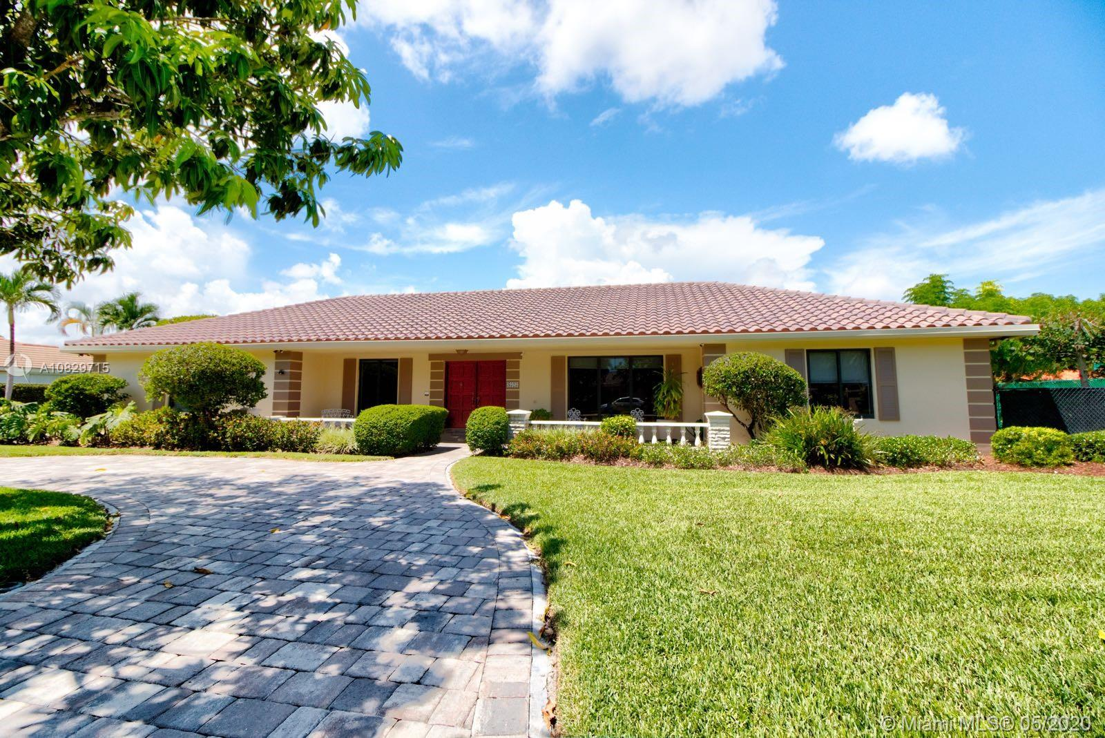 8525 SW 74th Ter  For Sale A10829715, FL