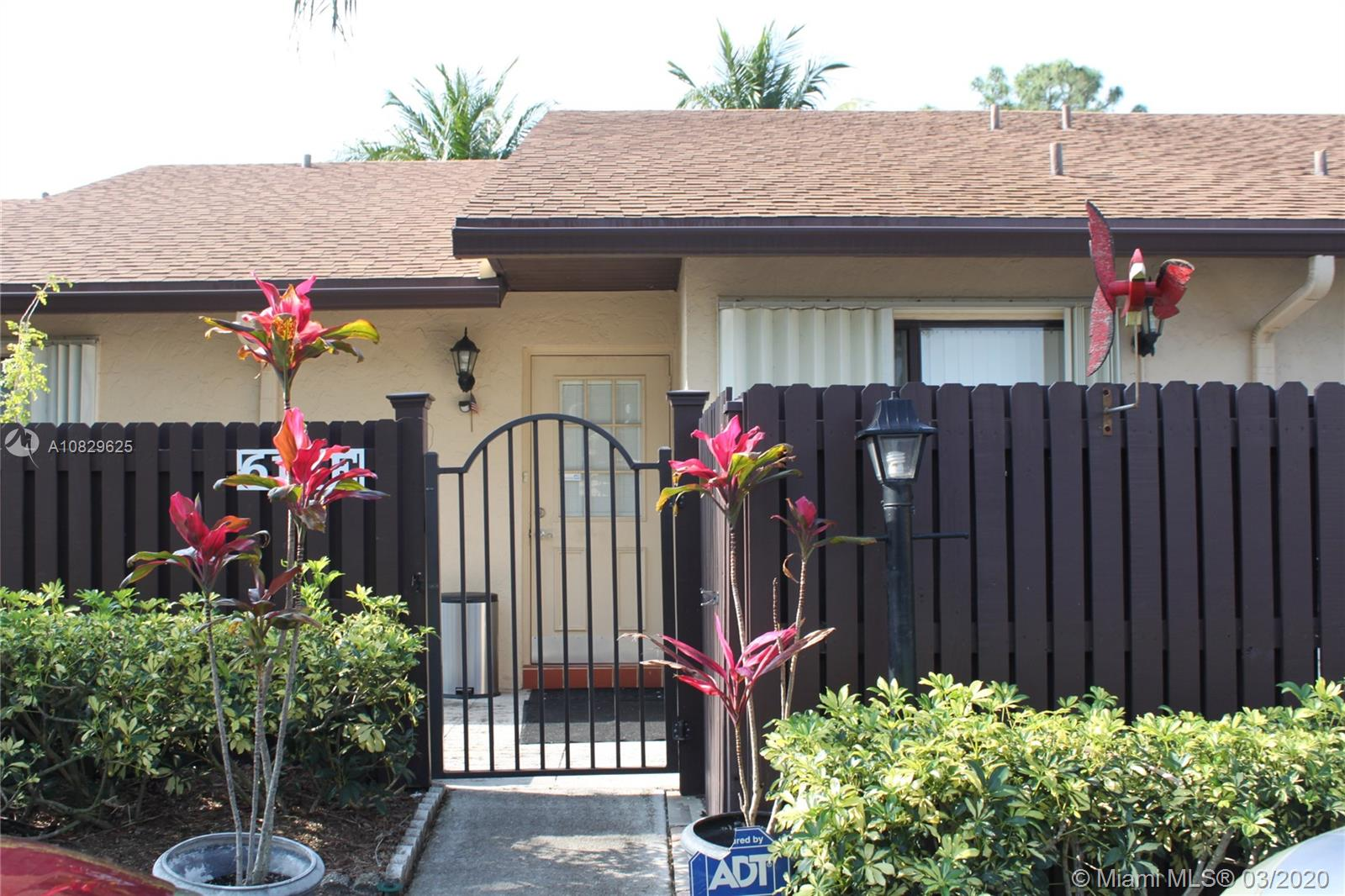 613 Sea Pine Way E, Green Acres, FL 33415