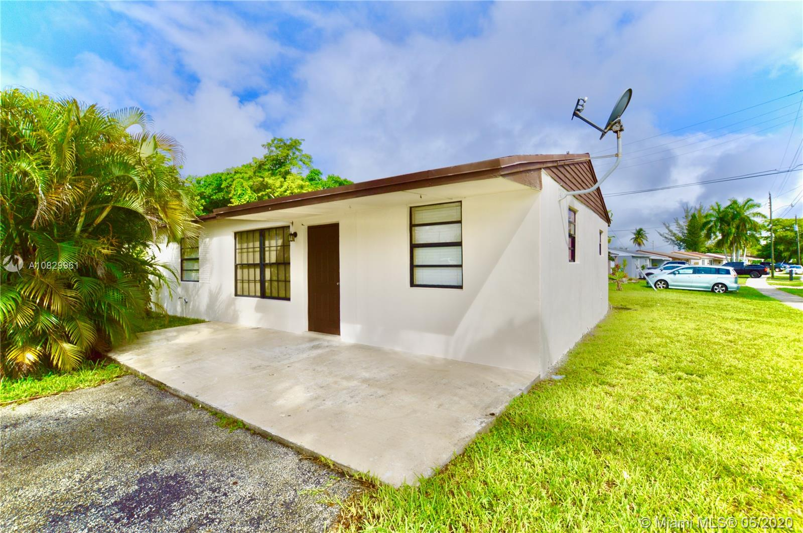 2401 SW 45th Ave  For Sale A10829961, FL