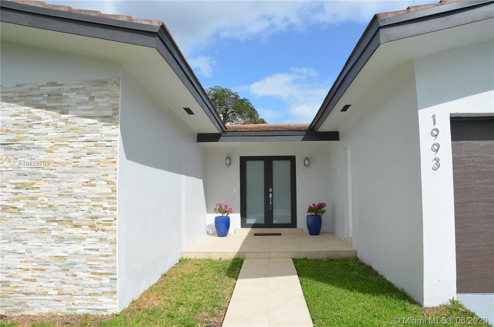1993 SW 57th Ave  For Sale A10828700, FL
