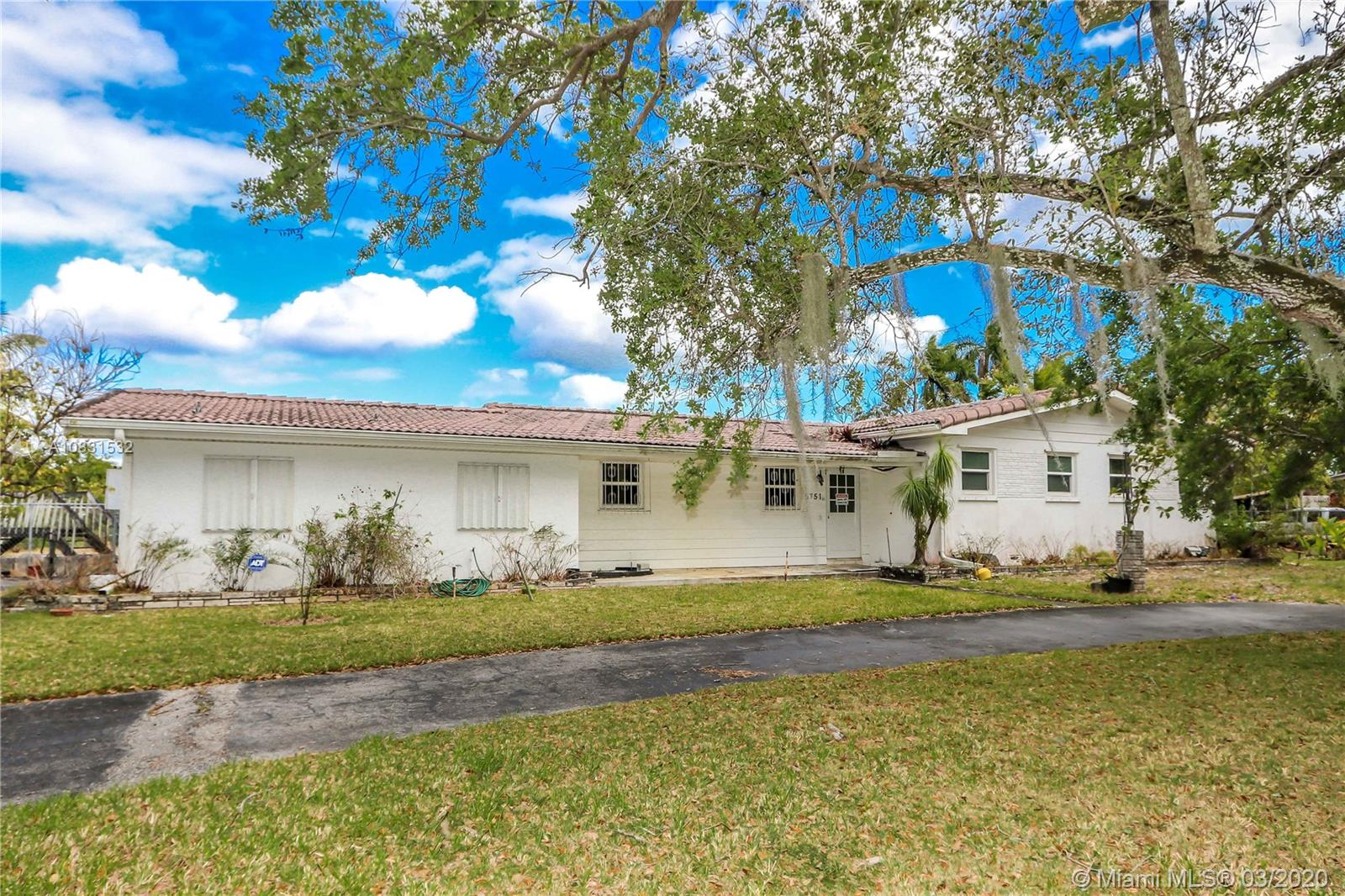 6751 SW 82nd Ave  For Sale A10831532, FL