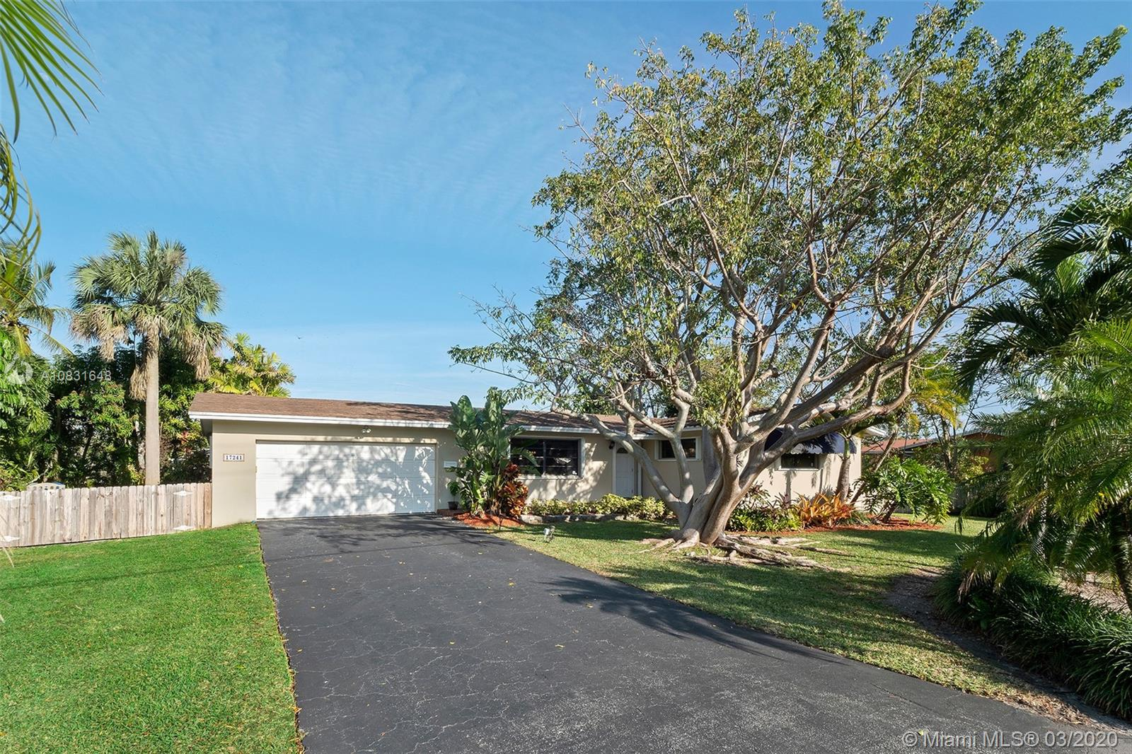 17241 SW 87th Ct  For Sale A10831648, FL