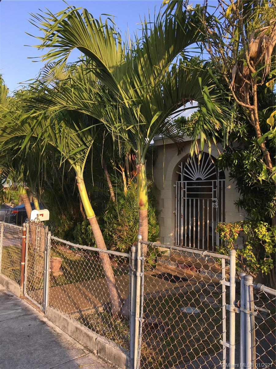 1127 SW 9th St  For Sale A10829382, FL