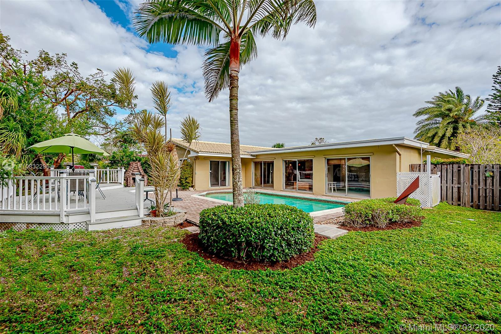 10610 NW 43rd St, Coral Springs, FL 33065