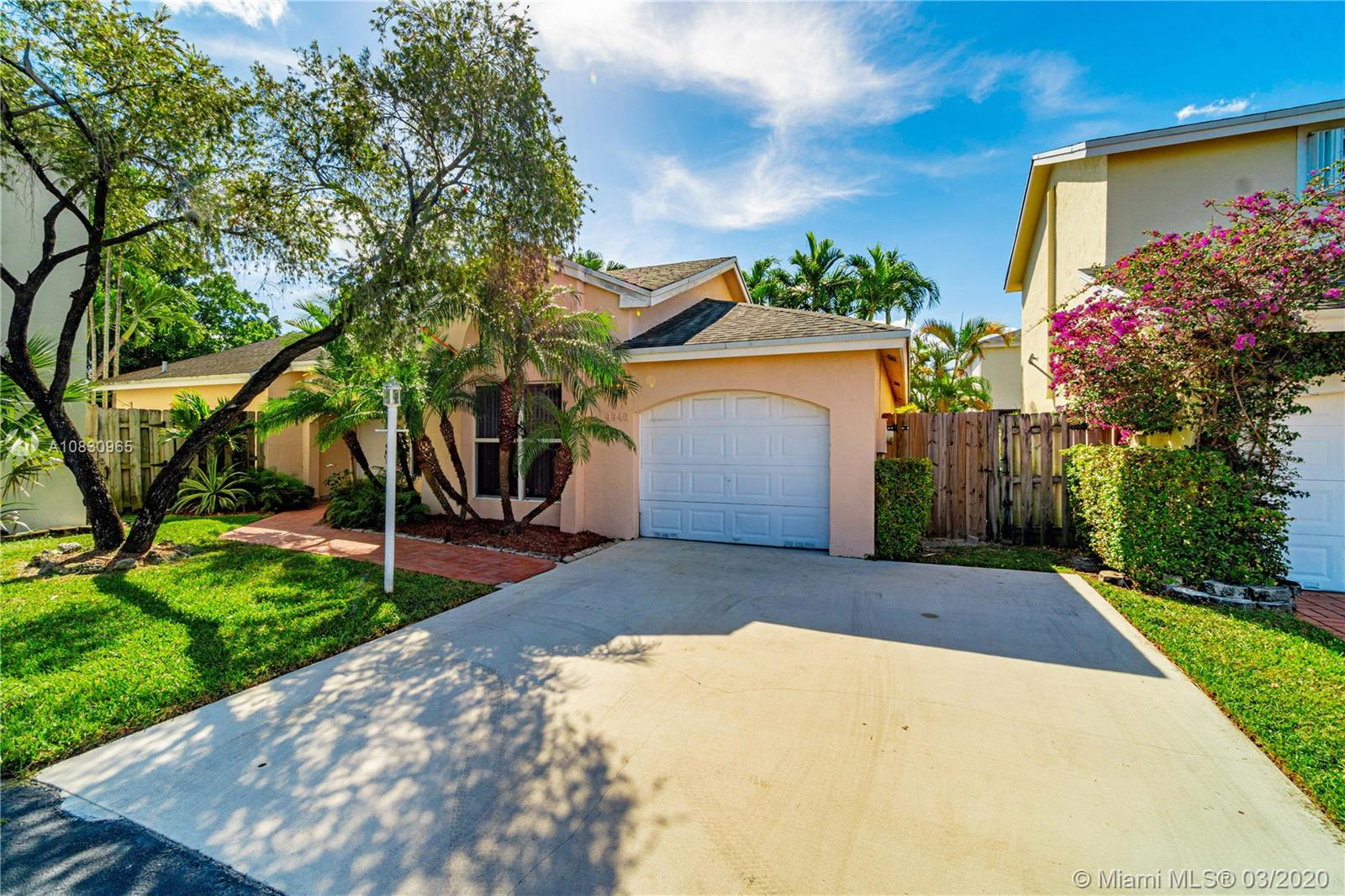 9946 NW 51st Ter  For Sale A10830965, FL